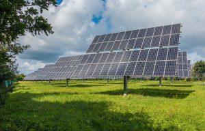 פתחו את המחשבון הסולארי: האם משתלם להורים להשקיע בלוחות סולאריים?