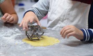 אפייה עם ילדים: עוגות קלות ופשוטות להכנה עם רינגים לאפייה!
